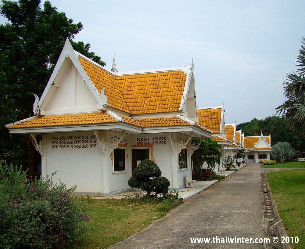 Домики монахов