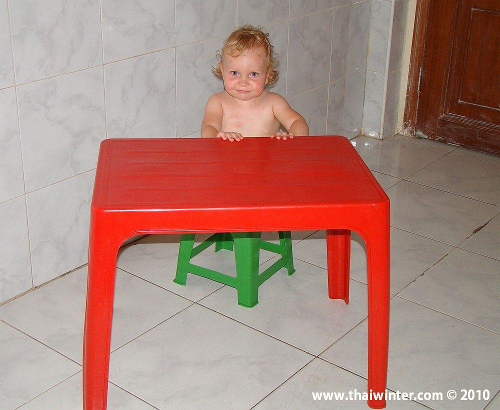 Василиса за столом