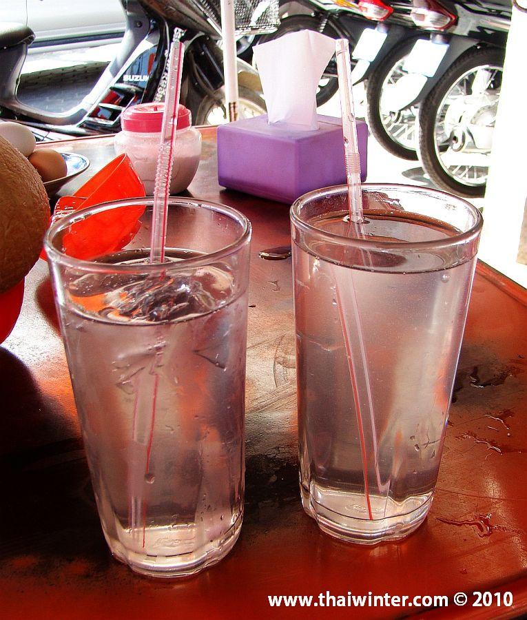 2 стакана с кокоса