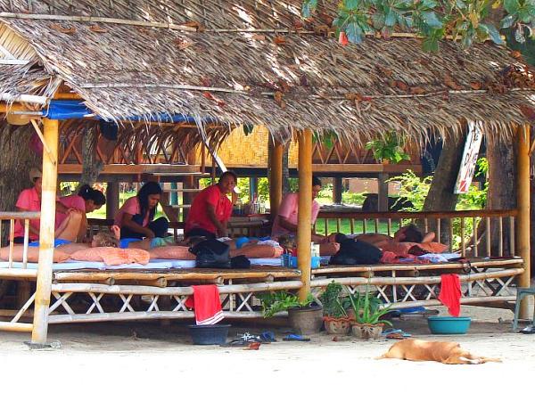 Массаж на пляже Мае Хаад | Тайский массаж тела, головы, ног | Зима в Таиланде