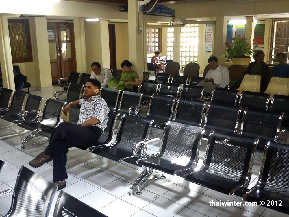 Зал ожидания в Иммиграционном офисе | Самостоятельное продление визы по прилету на Бали