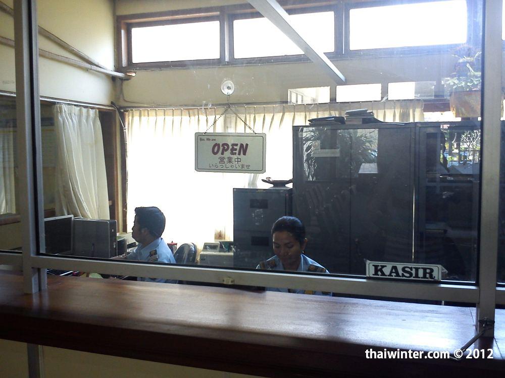 Окошко кассы для оплаты продления визы по прилету | Самостоятельное продление визы по прилету на Бали
