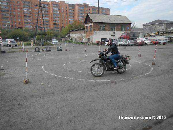 Автодром в Красноярске - упражнение восьмерка