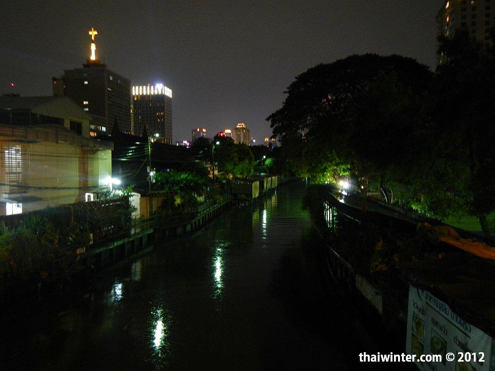 Каналы Бангкока не далеко от нашего отеля