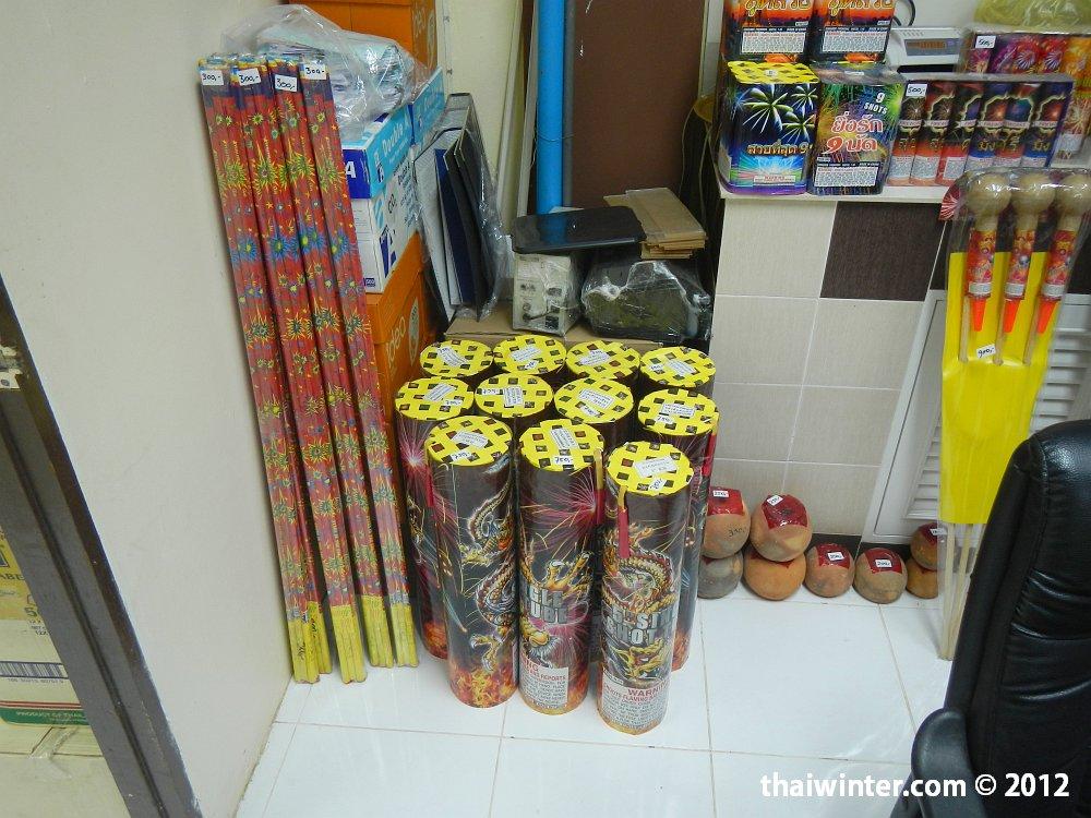 Фейерверки в магазинчике на Ко Чанге