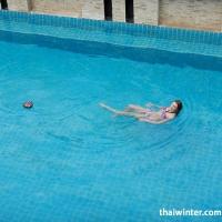 Жанна в бассейне