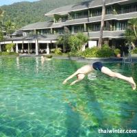 Я прыгаю в бассейн