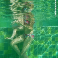 Жанна и Василиса в бассейне