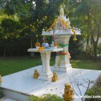 Храм на территории отеля Mercure Hideaway