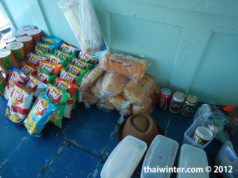 Снорклинг тур на Ко Чанге - хлеб для кормления рыбок