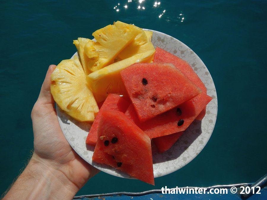 Снорклинг тур на Ко Чанге - фрукты после ланча