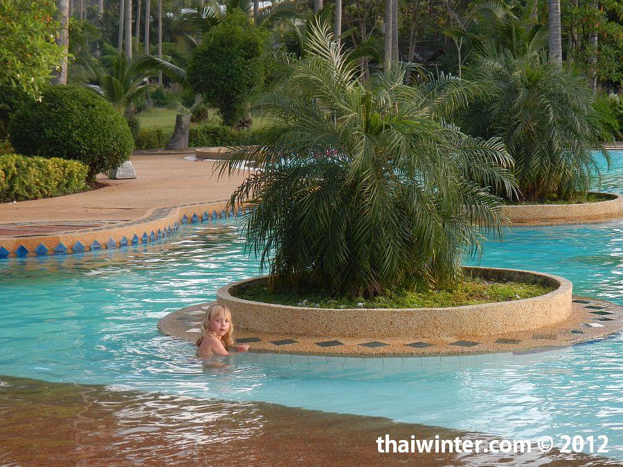 Бассейн отеля Chang Park Resort and Spa