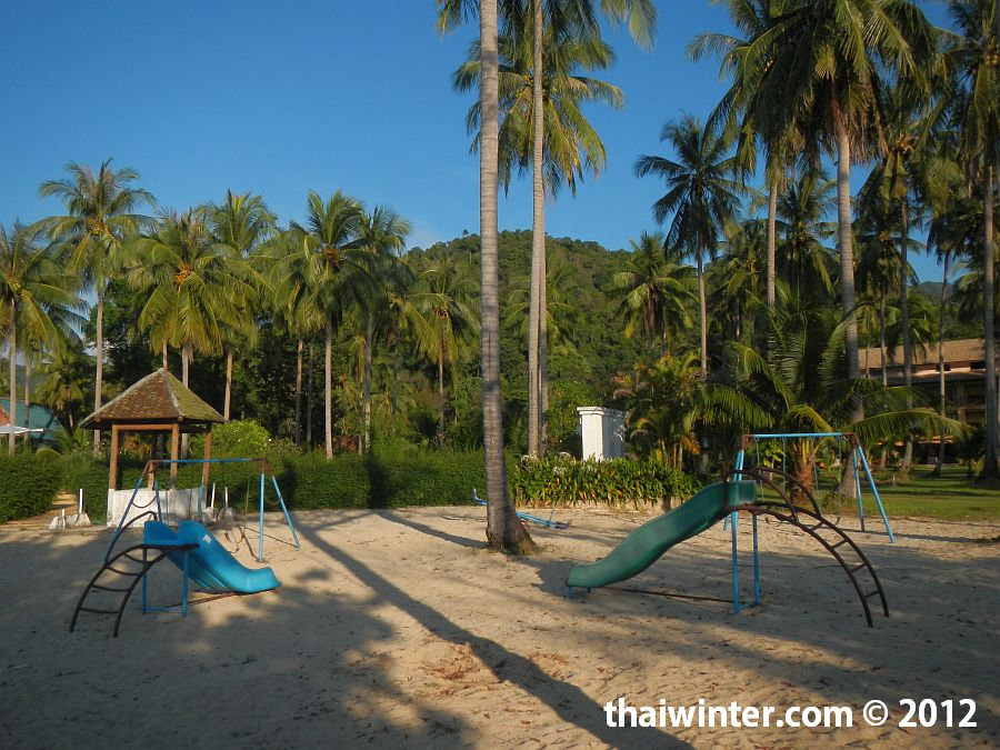 На пляже отеля Chang Park Resort and Spa