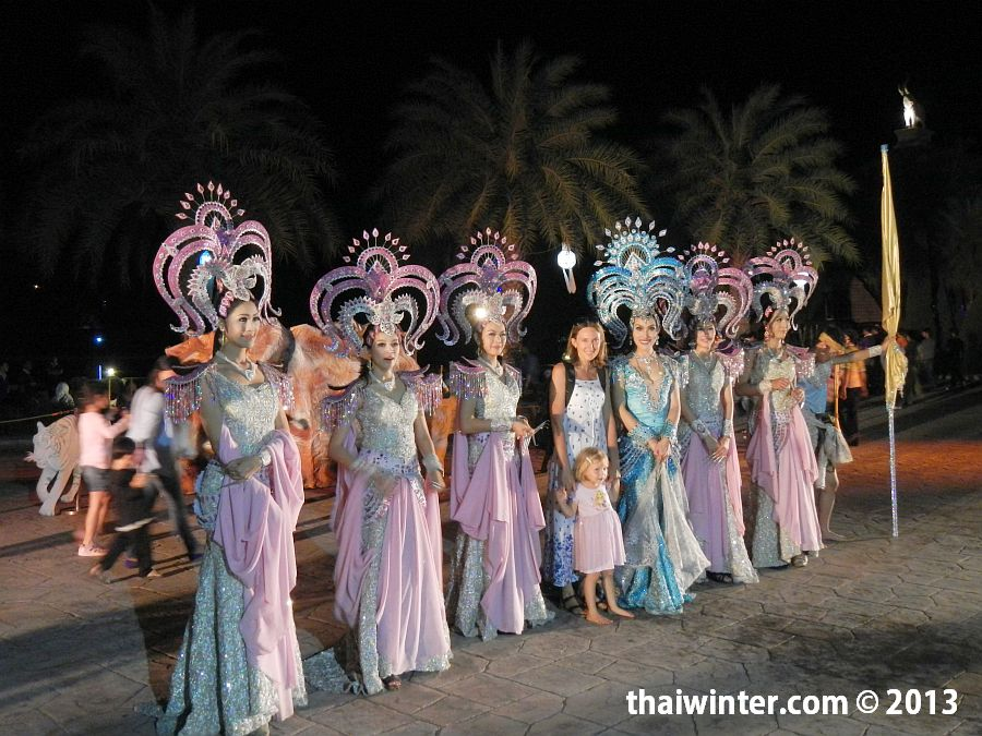 Танцовщицы на ночном шоу в Chiang Mai Night Safari