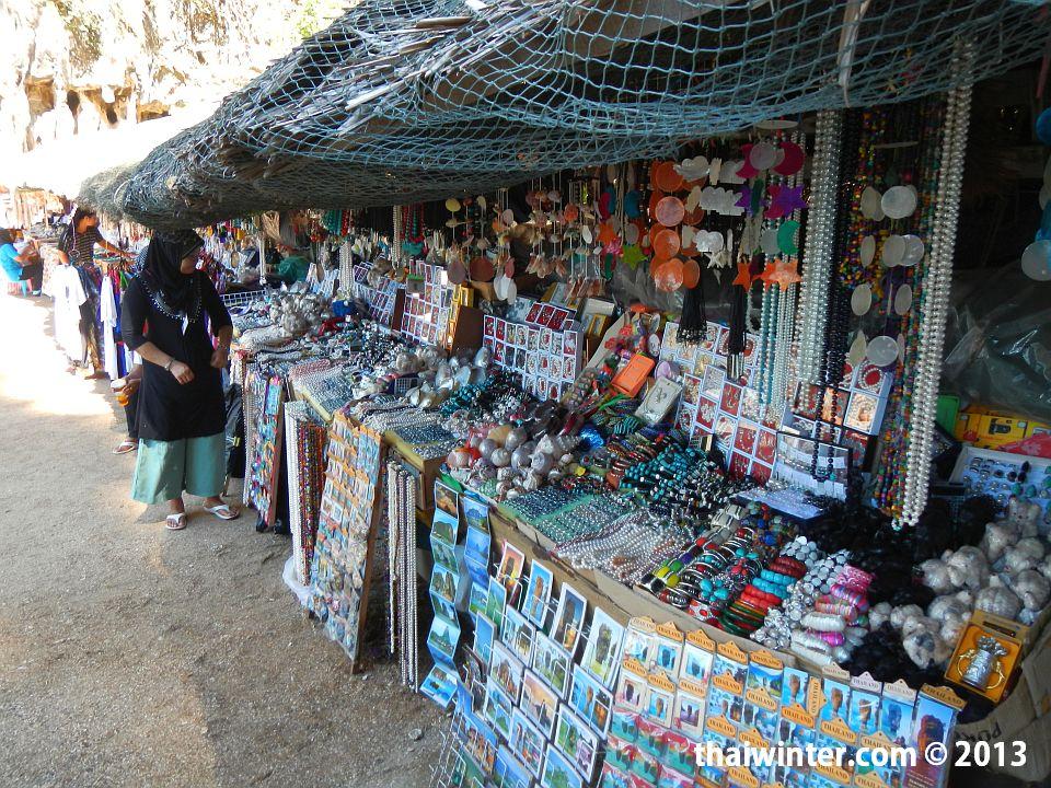 Базар сувениров на острове Ping Kan