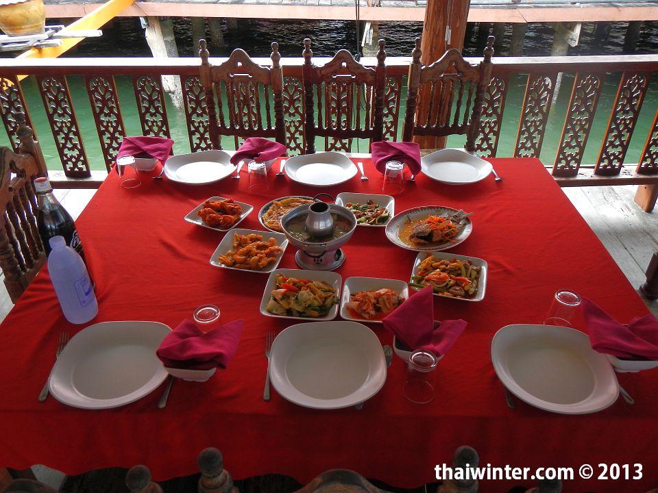 Обед в цыганской деревне