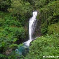 Один из порогов водопада Гит-Гит