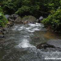 Воды Секумпула, стекающие от водопада по реке