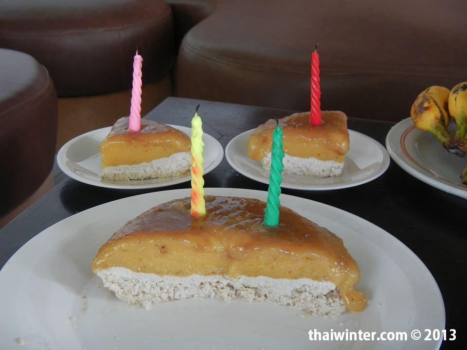 Сыроедный торт из кешью, меда, бананов