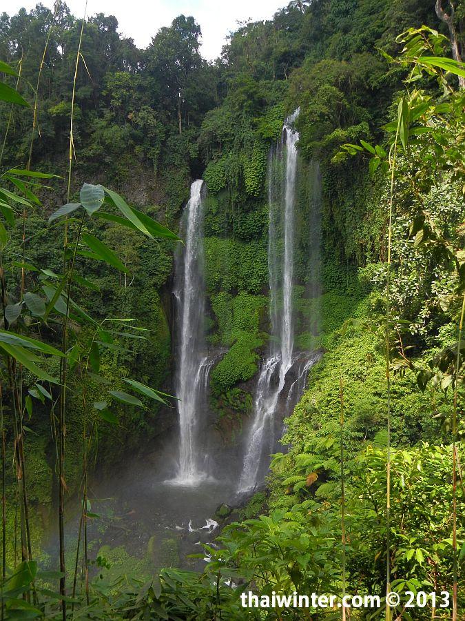 Прекрасный водопад Секумпул