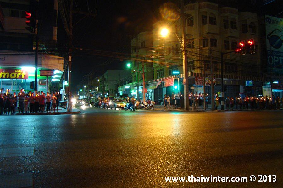 Празднование Дня Рождения короля Таиланда Пхумипхона Адульядета на улицах Хуа Хина!