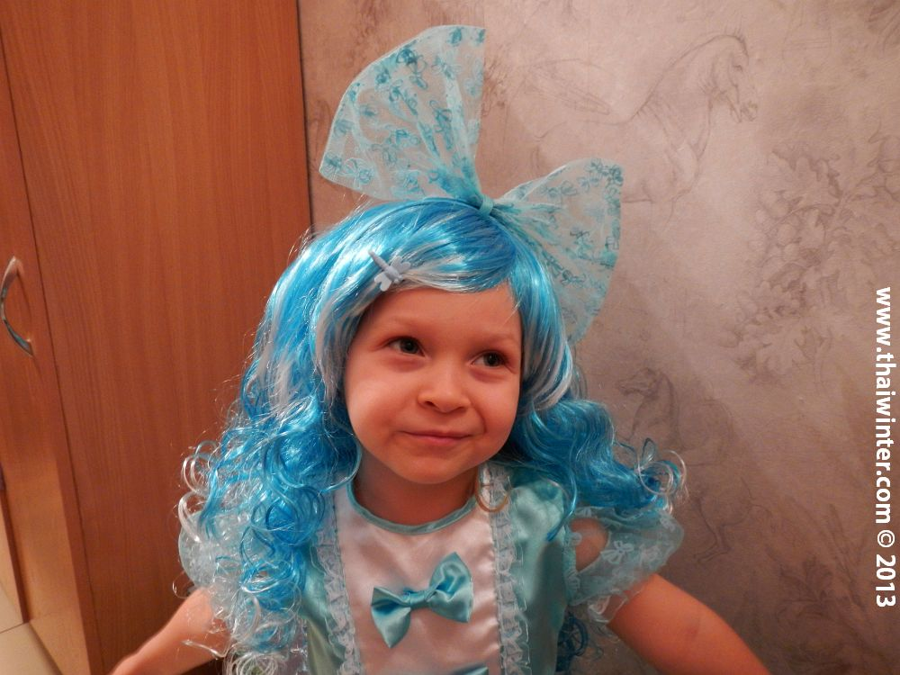 Василиса в костюме Мальвины