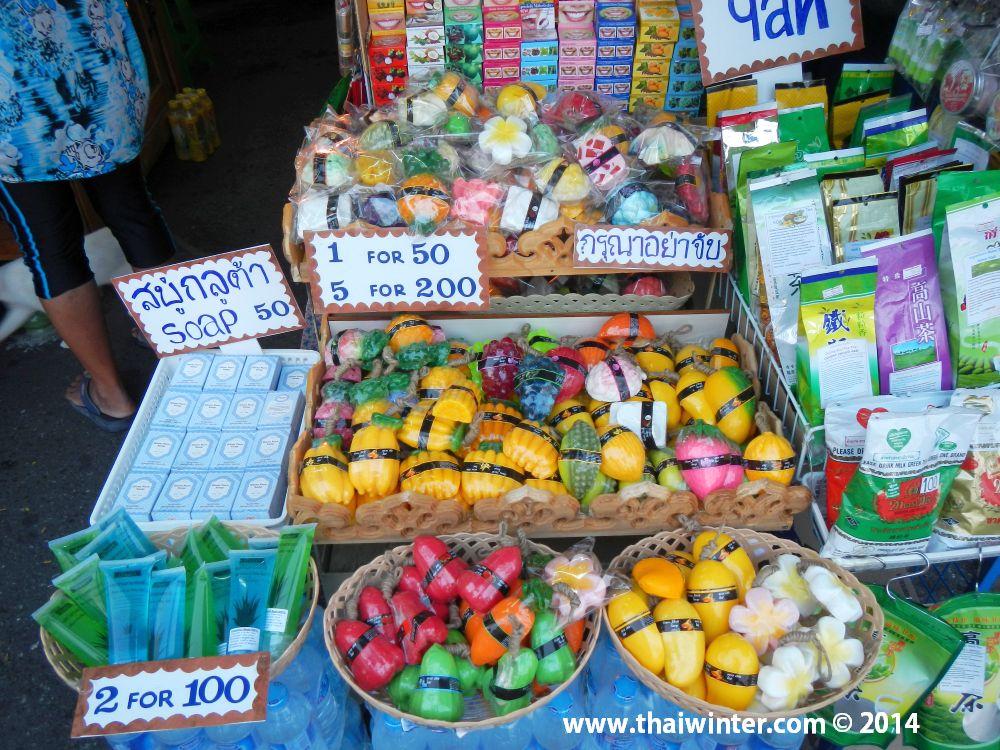 Мыло, гели, чай, зубная паста у уличных торговцев Паттайи по приемлемым ценам!