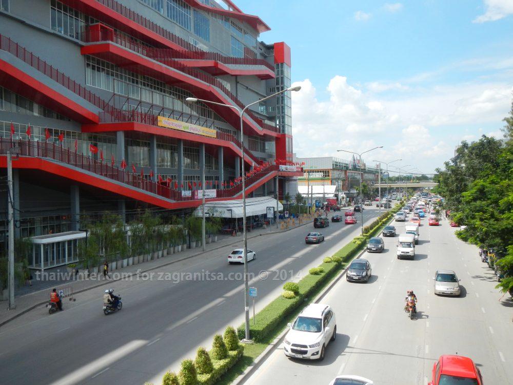 Торговый центр у Чатучака - как ориентир
