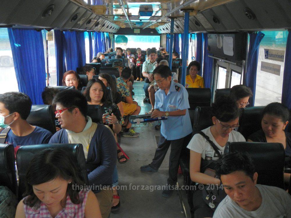 Внутри обычного тайского автобуса