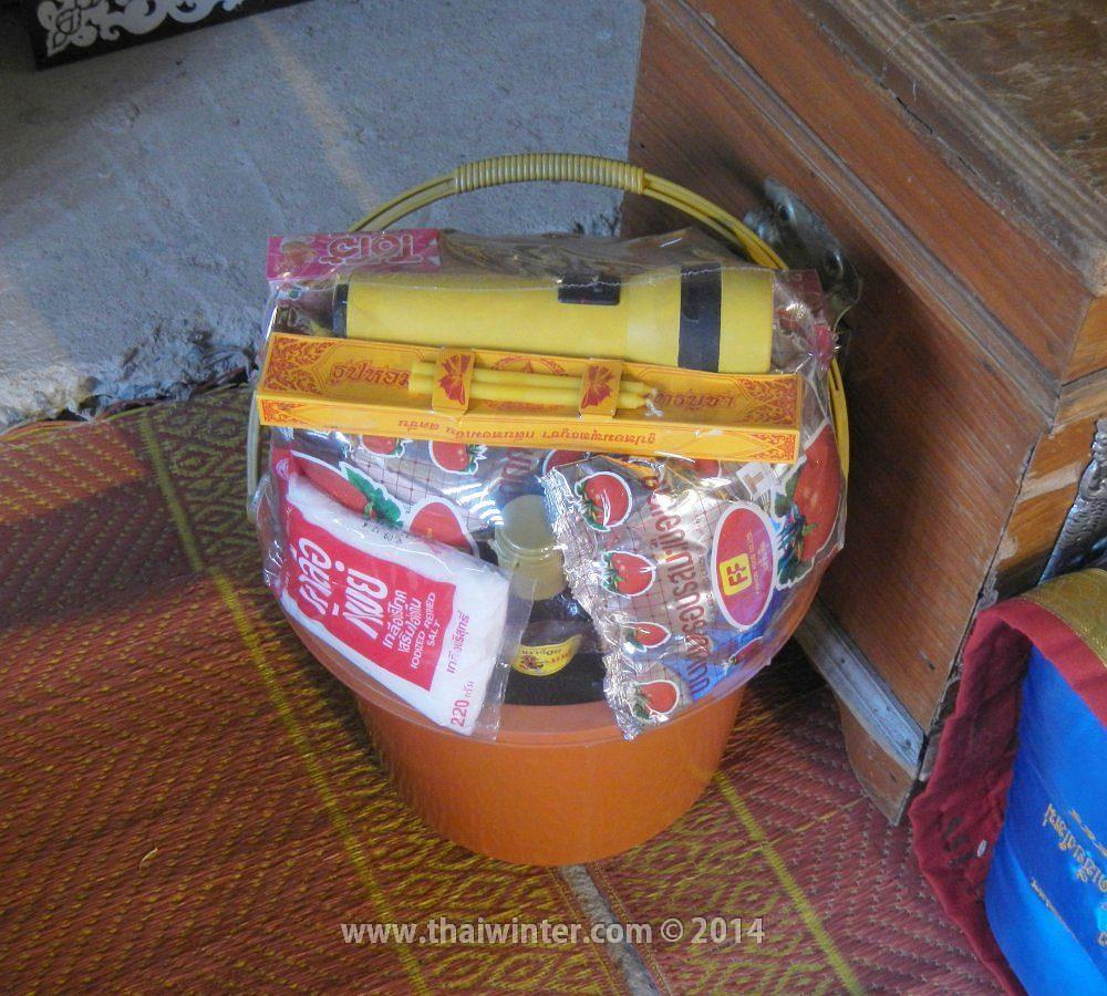 Подношения для тайских монахов - Тхам Бун