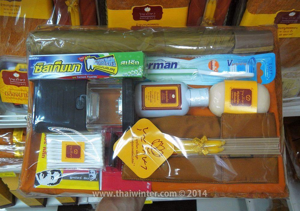 Набор с подношениями для тайских монахов в супермаркете