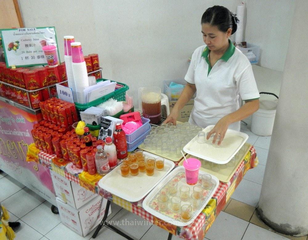 Сок из яблок кешью на фабрике | Зима в Таиланде