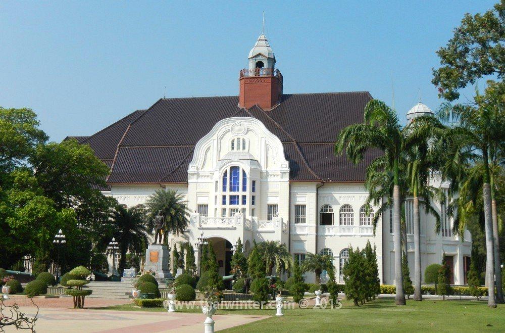 Автопутешествие в Пхетчабури из Хуахина, Дворец Phra Ram Ratchaniwet