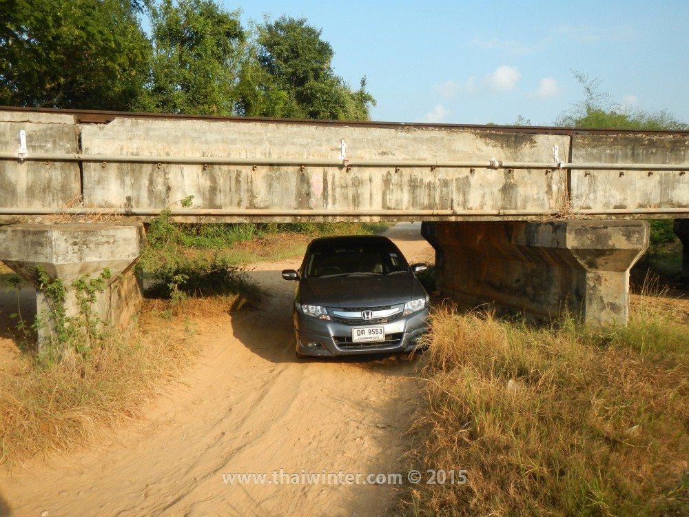 Автопутешествие в Прачуап Кхири Кхан из Хуахина, дорога под мостом