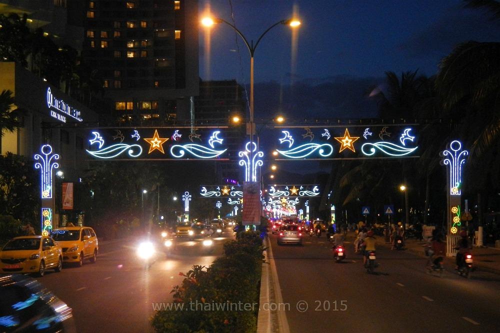 Ночная иллюминация во Вьетнаме на День Победы