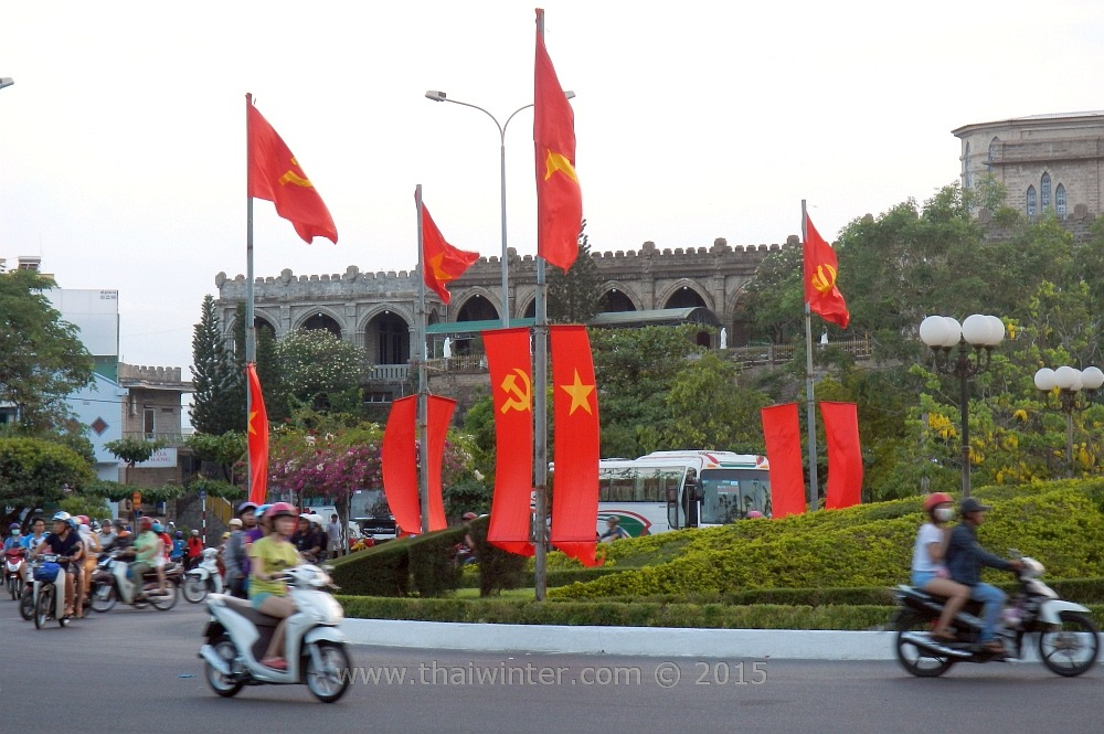 Флаги во Вьетнаме на День Победы 30 апреля