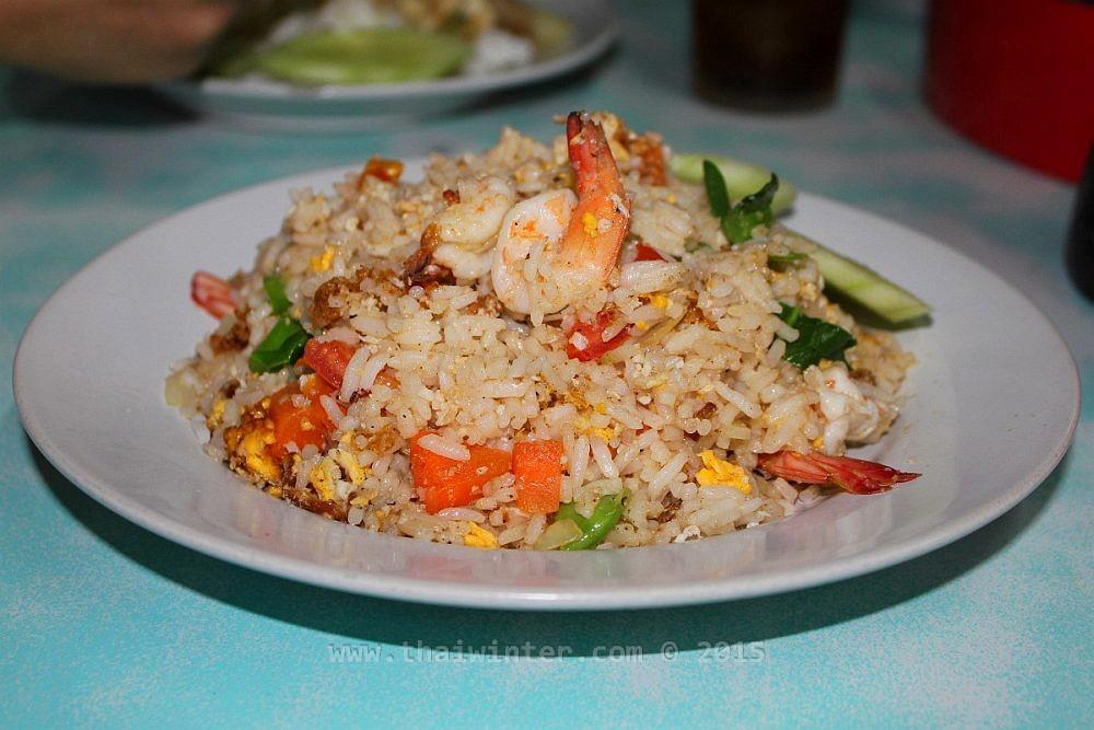 Жареный рис - распространенное традиционное тайское блюдо | Чем накормить ребенка в Таиланде без последствий