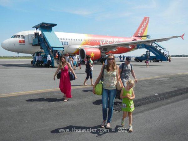 Что взять с собой в самолет при перелете с ребенком?