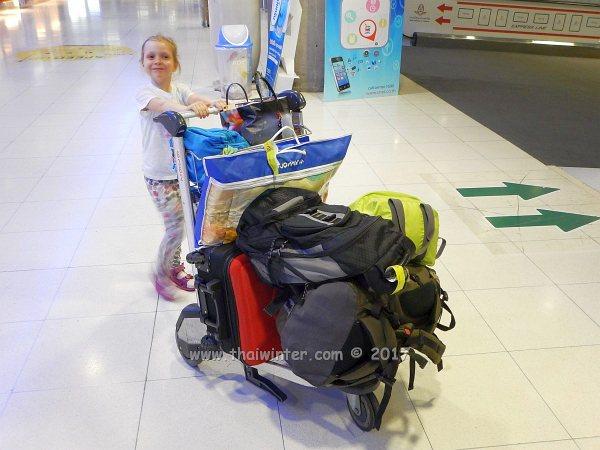 В самолете с ребенком | Зима в Таиланде