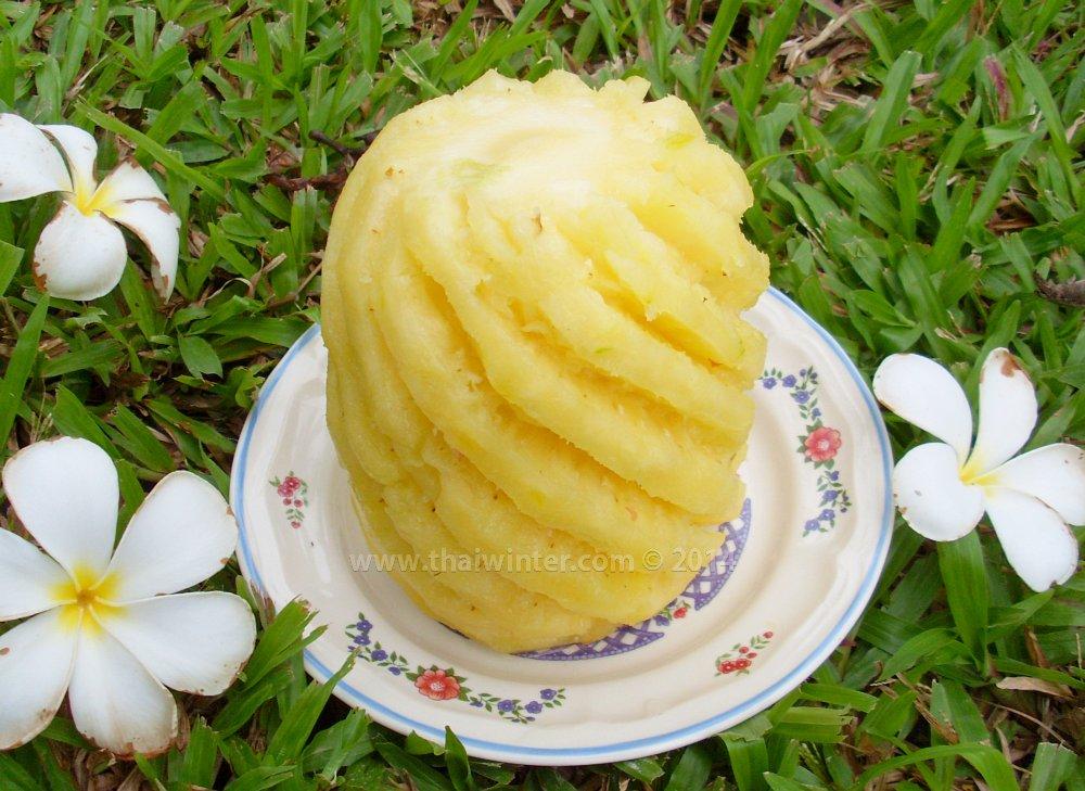 самостоятельно очищенный ананас