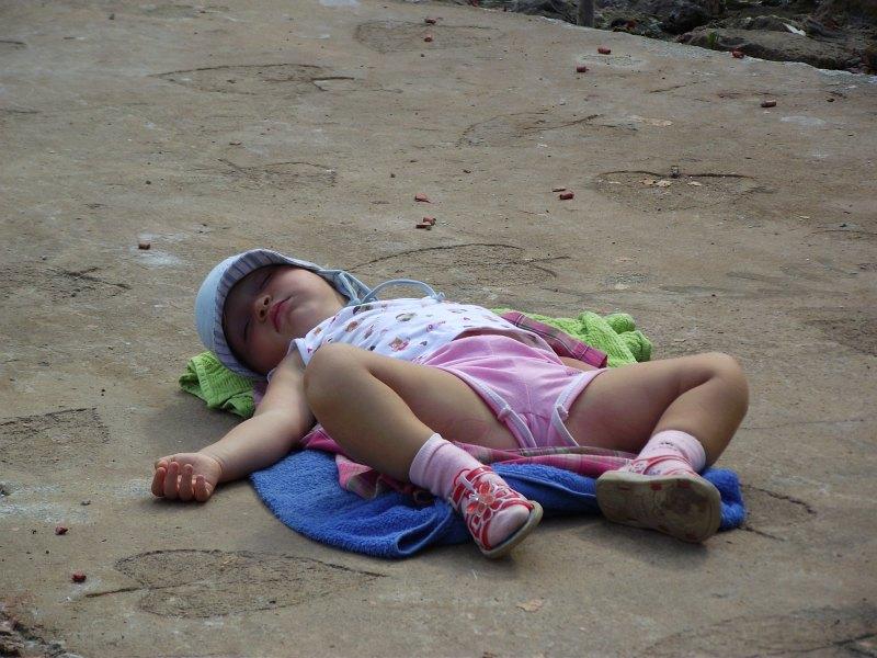 Василиса на Краби, спит бывает где придется | Зима в Таиланде