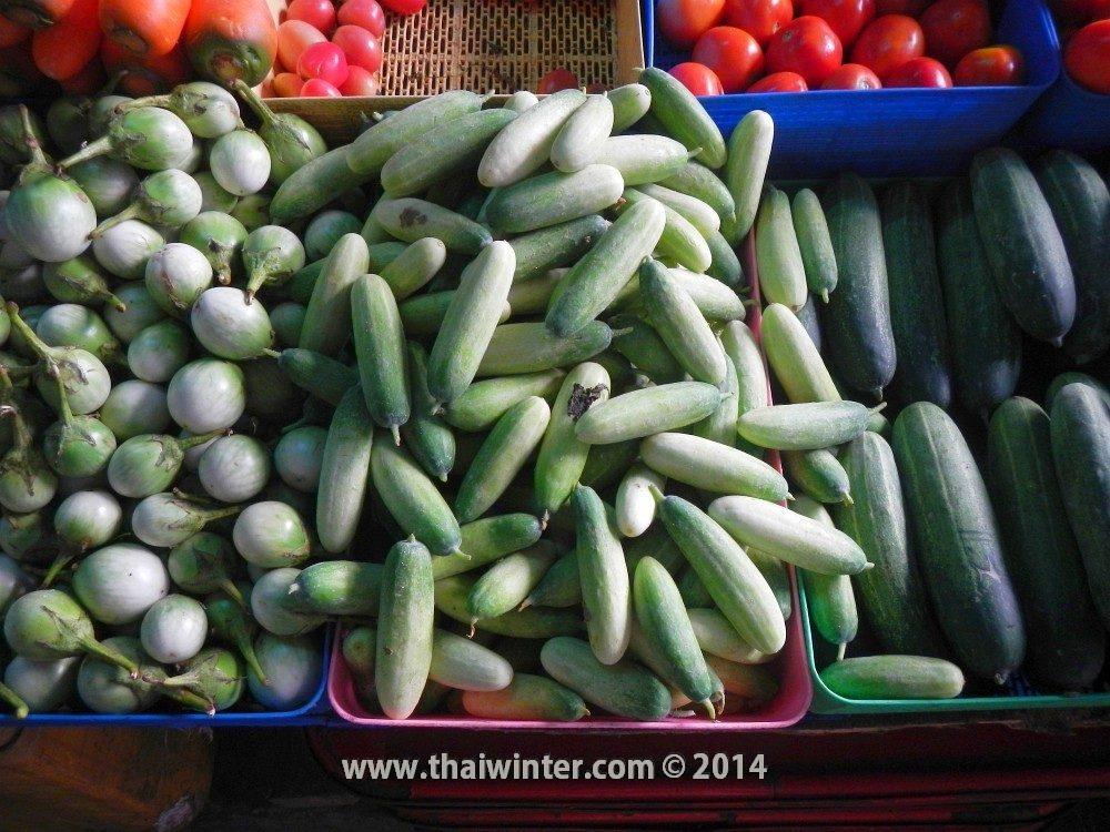 Тайские огурцы на рынке