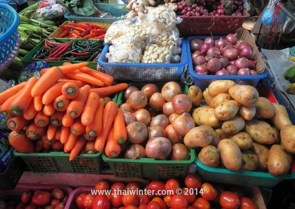 Самые ходовые овощи - морковка, лук, картошка
