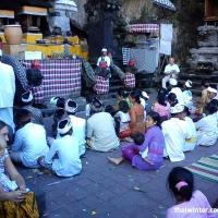 Церемония в Храме Goa Lawah