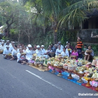 Церемония шествия к храму на Бали