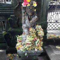 Подношения в одном из храмов Убуда