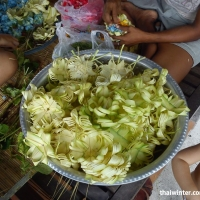 Изготовление подношений на Бали