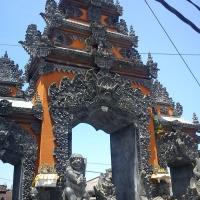 Двери в Храме Танах Лот