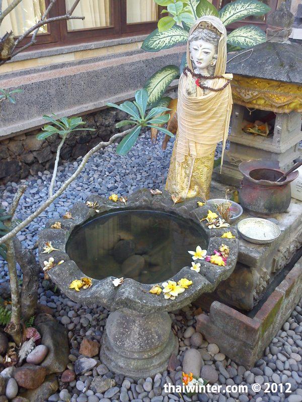 Алтарь на вилле Лантура | Духовный мир острова Бали